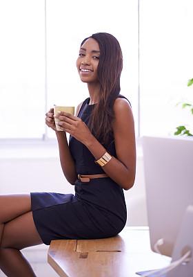时间,永远,咖啡,羊毛帽,垂直画幅,正面视角,饮料,非裔美国人,新创企业,仅成年人
