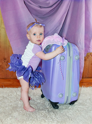 行李,女婴,无拉链装,轮式行李,拉链,垂直画幅,美,车轮,美人,巨大的