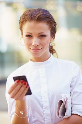 青年人,手机,女商人,垂直画幅,图像,经理,仅成年人,现代,专业人员,清新