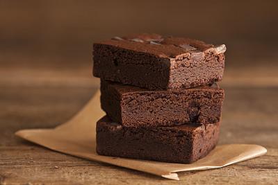 布朗尼,木制,包装蜡纸,褐色,桌子,水平画幅,木纹,无人,蛋糕,巧克力