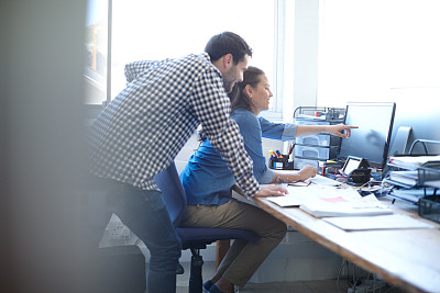 电子邮件,男商人,男性,仅成年人,网上冲浪,青年人,专业人员,技术,设计师,青年男人