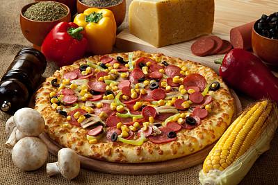 比萨饼,杆状面包,辣香肠披萨,青椒,水平画幅,无人,椒类食物,莫扎瑞拉奶酪,奶酪,西红柿