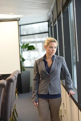 办公室,女商人,商务关系,垂直画幅,正面视角,领导能力,智慧,男商人,文档,经理