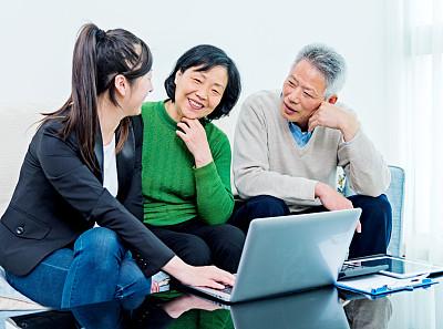 会议,金融顾问,老年伴侣,亚洲,保险代理人,顾客,文档,男性,仅成年人,沙发