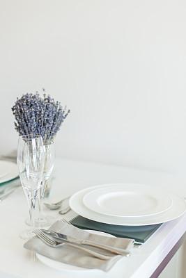 熏衣草,中心装饰品,垂直画幅,选择对焦,无人,低照明,餐桌,白色,植物,植物学