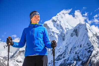 喜马拉雅山脉,徒步旅行,女性,山景城,阿马达布朗峰,坤布,昆布地区,珠穆朗玛峰,登山杖,天空