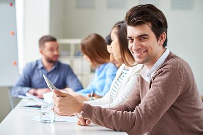 商务会议,会议桌,办公室,选择对焦,水平画幅,注视镜头,会议,黑发,人群,男商人