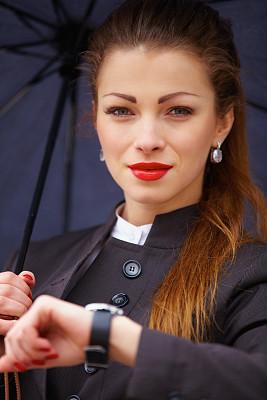 看,女商人,伞,套装,核对时间,垂直画幅,领导能力,图像,经理,仅成年人