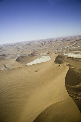 苏丝斯黎,纳米比亚,纳米比亚沙漠,纳米布沙漠,盐滩,垂直画幅,天空,高视角,沙子,石头