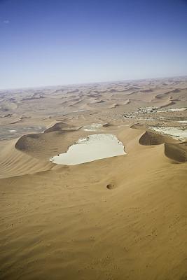 沙丘,在上面,纳米比亚沙漠,纳米布沙漠,盐滩,垂直画幅,天空,美,褐色,高视角