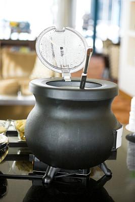 鸡肉面条汤,炖锅,面汤,长柄勺,垂直画幅,选择对焦,留白,煮食,无人,膳食