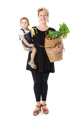 食品杂货,幸福,儿子,扩音器,青少年怀孕,垂直画幅,灯笼椒,男性,青年人,彩色图片