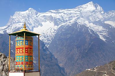 南奇集市,车轮,尼泊尔,色彩鲜艳,奴普拉峰,转经筒,灵性,艺术,水平画幅,雪