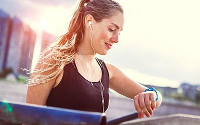 女人,户外,松弛练习,水平画幅,健康,决心,身体活动,青年人,运动,信心