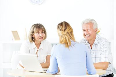 会议,老年伴侣,金融顾问,抵押文件,保险代理人,税,文档,男性,仅成年人,专业人员