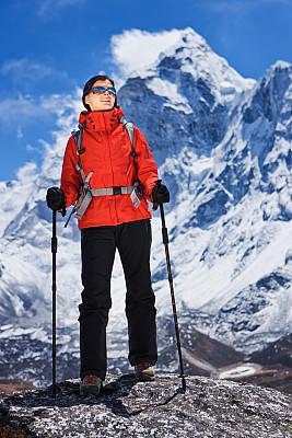 阿马达布朗峰,尼泊尔,女人,看,山景城,珠穆朗玛峰,坤布,昆布地区,垂直画幅,天空