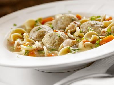 马佐,汤,晚会,饼球汤,马佐球,西班牙肉丸,鸡肉面条汤,鸡汤,逾越节,垂直画幅