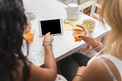 女人,两个人,早餐,青少年,留白,电子邮件,新创企业,青年人,意大利食品,技术