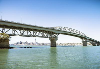 奥克兰,悉尼港桥,城市天际线,在下面,奥克兰海港大桥,waitemata harbour,天空塔,整体情况,水,留白