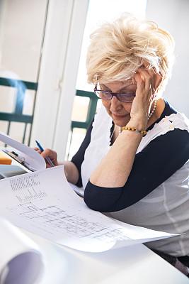 老年人,建筑师,学员,垂直画幅,新创企业,文档,仅成年人,眼镜,建筑业,技术