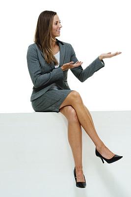 女商人,快乐,垂直画幅,高跟鞋,白人,不看镜头,仅成年人,长发,白领,青年人