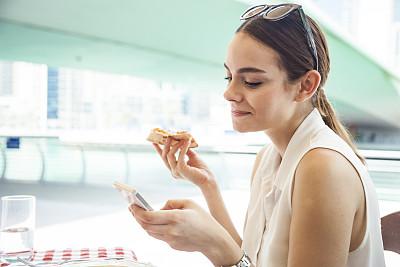 比萨饼,夏天,周末活动,仅成年人,青年人,街道,女人,旅游目的地,快乐