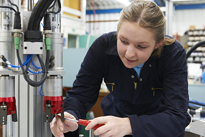 制造机器,工厂,工程师,学员,女性,精益收集,工业劳动者,水平画幅,白人,仅成年人