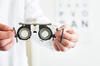 视力测验,视力表,近视,验光师,水平画幅,白人,眼镜,医疗诊断工具,人的眼睛