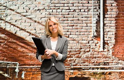 砖墙,女商人,前面,正面视角,美,笔记本电脑,半身像,水平画幅,注视镜头,墙