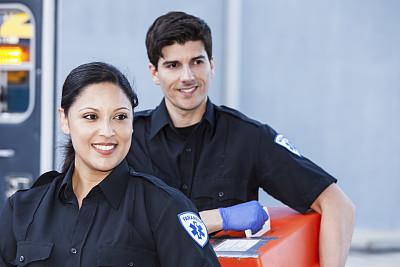 急救员,急救包,社区看护,留白,制服,不看镜头,仅成年人,彩色图片,信心,急救服务职业