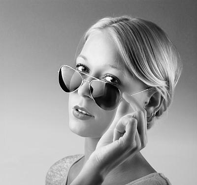 青年人,女人,衣服,太阳镜,可爱的,金色头发,正面视角,30岁到34岁,图像,经理