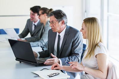 商务人士,问题,住宅房间,工作年长者,办公室,笔记本电脑,水平画幅,会议,商务会议,男商人