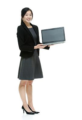 笔记本电脑,女商人,垂直画幅,正面视角,注视镜头,黑发,高跟鞋,仅成年人,长发,白领