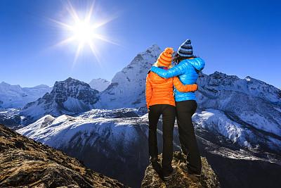 喜马拉雅山脉,女人,山景城,天空,水平画幅,早晨,旅行者,户外,顶部,仅成年人