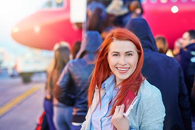 机票,早晨,旅行者,仅成年人,青年人,红发人,商务,女人,仅一个女人,旅游目的地