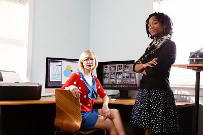 图表设计师,小办公室,办公室,美,水平画幅,注视镜头,美人,白人,非裔美国人,仅成年人