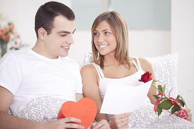 异性恋,床,国际妇女节,女朋友,家庭生活,仅一朵花,仅成年人,花束,青年人,婚姻