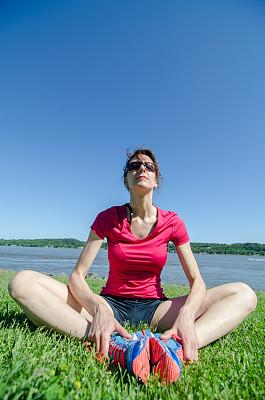 女人,修改系列,慢跑,魁北克市,呼吸运动,垂直画幅,正面视角,留白,四肢,休闲活动