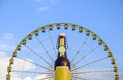 天空,啤酒节,客舱,啤酒瓶,对称,蓝色,摩天轮,长焦镜头,游乐园,旅游嘉年华