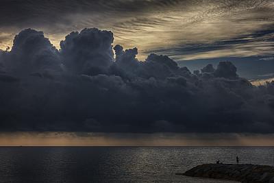 渔夫,彩色图片,水,水平画幅,码头,人,户外,图像,雷雨,海洋