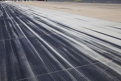 飞机跑道,平衡折角灯,轮胎印,起跑线,留白,灵感,水平画幅,能源,符号,交通