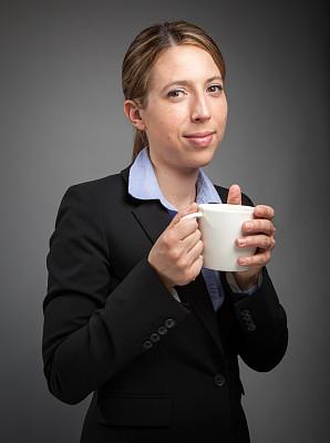 女商人,分离着色,白色人种,灰色背景,垂直画幅,美,30到39岁,注视镜头,美人