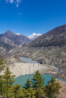 喜马拉雅山脉,安纳普纳生态保护区,尼泊尔,动物足,地形,小路,石堆纪念碑,坤布,安娜普娜山脉群峰,垂直画幅