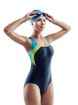 游泳帽,垂直画幅,水,留白,健康,仅成年人,青年人,运动,头饰