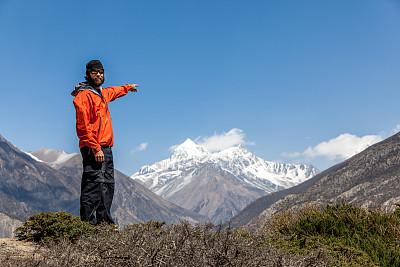 男人,山,徒步旅行,方向,安娜普娜山脉群峰,四肢,雪,旅行者,举起手,顶部