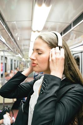 地铁,音乐,圣彼得堡,公共交通,地铁站,垂直画幅,俄罗斯人,半身像,噪声