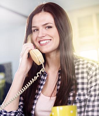 电话机,青年女人,转盘拨号电话,座机,1960年-1969年,垂直画幅,古董,注视镜头,美人,古典式