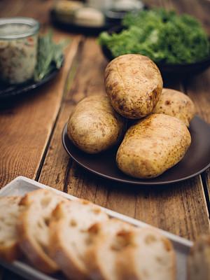 膳食,桌子,木制,烘锫土豆,烤碗,垂直画幅,无人,胡椒,配方,夏天