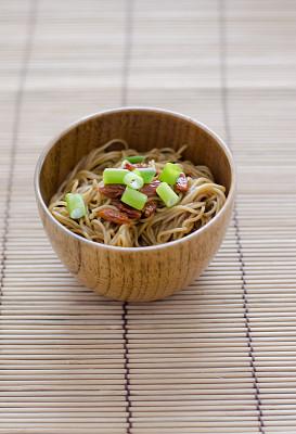 碗,龙须面,四川菜,中式外卖,日本拉面,韩国食物,垂直画幅,开胃品,配方,乡村风格