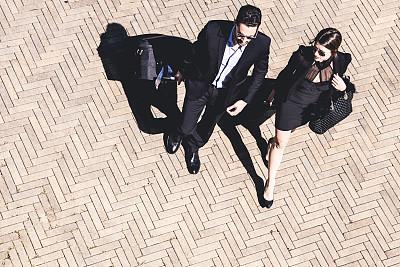 商务人士,会议,轮式行李,通勤者,水平画幅,高视角,套装,行李,男商人,男性